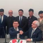 POTENZA PICENA - Firma della lettera di intenti tra MAP e RIVERTREE alla presenza di alcuni rappresentanti politici e istituzionali della delegazione cinese.